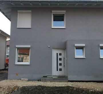 Neue schöne lichtdurchflutete Doppelhaushälfte in Lauingen- Stadtkern