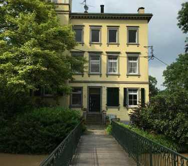 Charmante 4,5 Zi.Wohnung in denkmalgeschützter Villa auf Gutshof