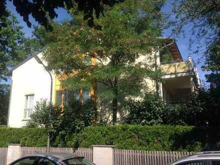 Stilvolle, neuwertige 4-Zimmer-Wohnung mit Balkon und Einbauküche in Solln, Von Privat!München Solln