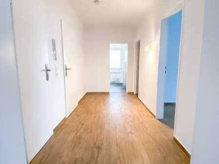 **KIRCHHÖRDE-Sanierte Wohnung mit hochwertigen Böden, Südbalkon, Duschbad, & Garage**