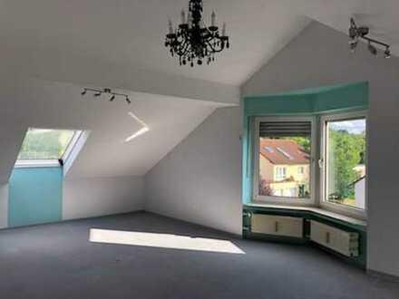 Gepflegte 2-Raum-Dachgeschosswohnung mit Einbauküche in Marktheidenfeld