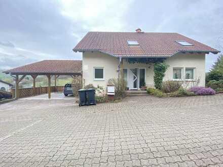 LICHT. LAGE. LEBENSQUALITÄT. Sonniges Einfamilienhaus mit schönem Garten und Terrasse in Langenbach.