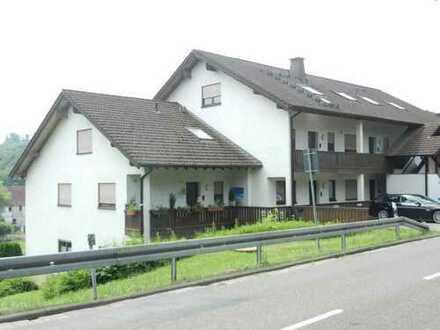 Top gepflegte Maisonette-Wohnung (aktuell 3 Zi./ 4 Zi. möglich) mit unverbaubarem Blick