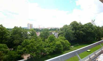 :::Großzügige & modernisierte 3,5-Zi. Wohnung in U-Bahn-Nähe mit Süd-Balkon:::
