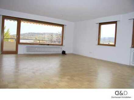 Wunderschöne 3 Zi. Wohnung mit Balkon und Garage
