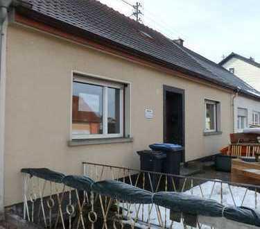 Renovierungsbedürftiges Reihenhaus mit schönem Grundstück in Merchweiler- Wemmentsweiler zu verkaufe