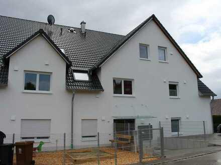 Erstbezug mit EBK, Balkon, Keller und Carport: schöne 3-Zimmer-Wohnung in Aindling