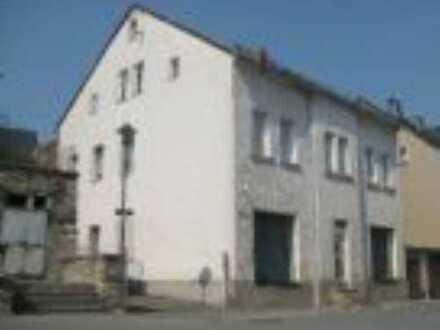! Günstige Werkstatt mit Garage im EG in einem MFH bei Zwickau !