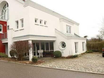 Top gepflegtes Büro mit 4x Stellplatz in zentraler ruhiger Lage in 71149 Bondorf, KM 900€