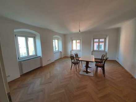 Repräsentative Büro-/Praxisräume in Grafinger Altstadthaus