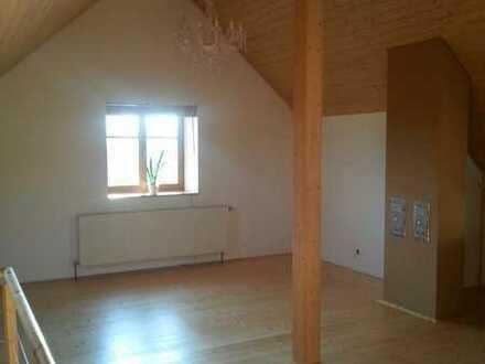 Schöne helle 3einhalb-Zi.-Whg. mit neuwertiger EBK und Wohnzimmer als Galerie im DG