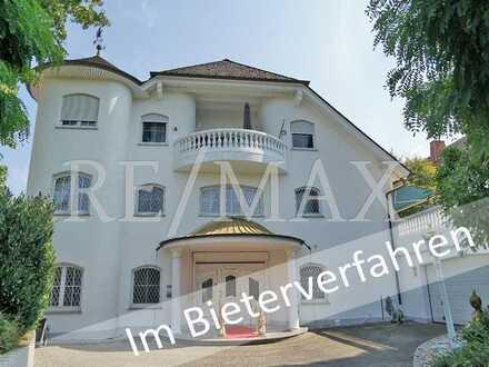 Im Bieterverfahren: Klassische Villa mit 12 Zimmern