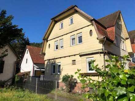 Mehrfamilienhaus mit separater Scheune und Gartengrundstück