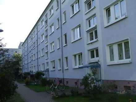 3-Raum-Wohnung mit Balkon und Garage