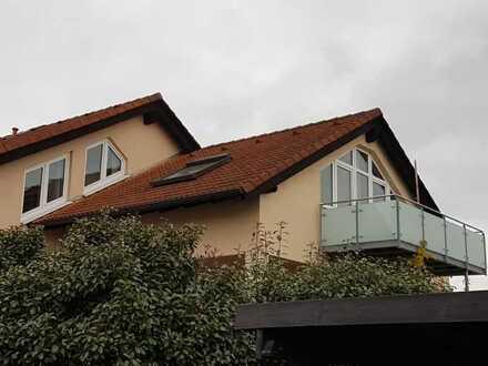Gepflegte 3-Zimmer-Dachgeschosswohnung mit Balkon und Einbauküche in Hattersheim