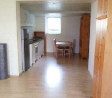 Neuwertige 1,5-Zimmer-EG-Wohnung mit Küche in Schömberg