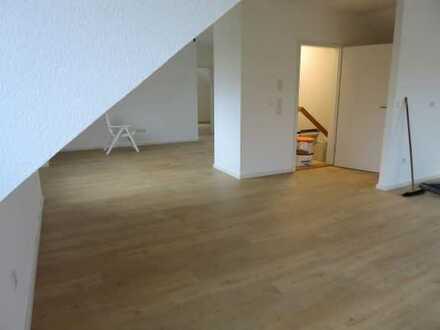 Erstbezug: schöne 3-Zimmer-Dachgeschosswohnung mit Balkon in Unterpleichfeld