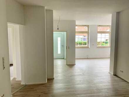 Erstbezug nach Sanierung: Attraktive 3,5 Zimmer-Wohnung mit gehobener Innenausstattung im Zentrum