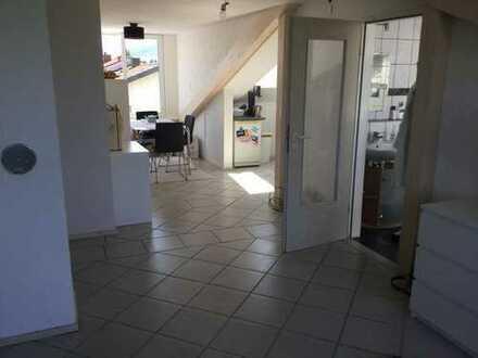 Sehr schöne, ruhige, helle 3 Zimmer Dachgeschosswohnung 66,6 qm + 18qm Hobbyraum, + 2qm zusätz