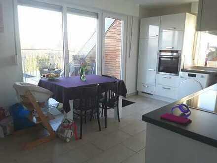 Großzügige 3 Zi.-Wohnung mit toller Dachterrasse (ca. 30 m²)