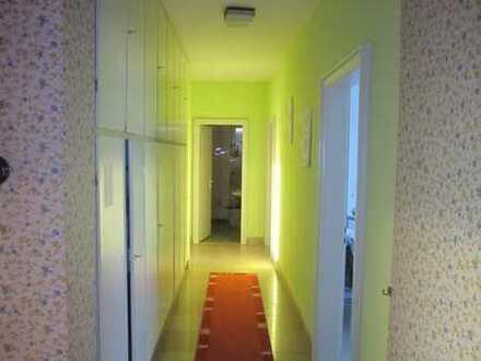 5 WG-Zimmer in großer Wohnung