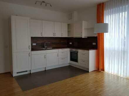 attraktive 1-Zimmer-Wohnung mit Einbauküche, Waschtrockner und Balkon in Falkenstraße, Bergtheim
