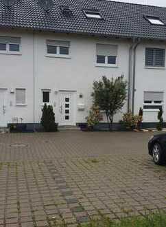 Schönes Reihenhaus mit fünf Zimmern in Mannheim, Käfertal