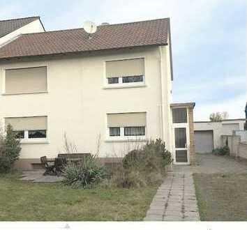 Da geht noch was: Ältere 1-2 Familien-DHH mit großem Grdst., Garten und Garage in WO-Weinsheim!