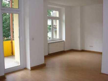 4-Zimmer - offene Küche - 9 m² Süd-Balkon - Laminat