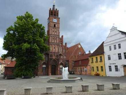Stadtwohnung im Zentrum * sanierter Altbau * 2 Zimmer * große Wohnküche * Duschbad * Südost-Balkon
