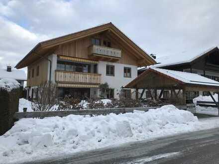 Erstbezug nach Komplett-Sanierung mit EBK und Balkon: attraktive 3,5-Zimmer-Wohnung in Lenggries