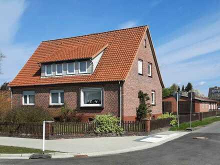 Schönes 9-Zimmer-Einfamilienhaus mit Garagen und Werkstatt in Eicklingen