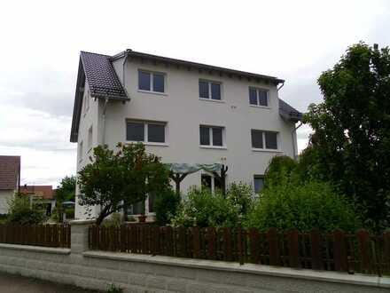 Neuwertige 3,5-Zimmer-DG-Wohnung mit Terrasse und EBK in Pfaffenhofen