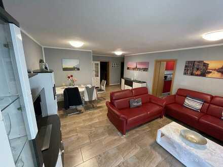 Moderne 3 Zimmer Wohnung mit Balkon und Garage