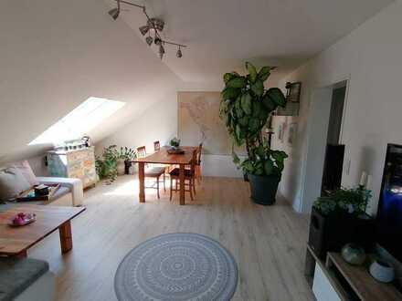 Schöne, helle und ruhige 3-Zimmer Wohnung mit Balkon im Obergeschoss unseres 2-Fam.Haus zu vermieten