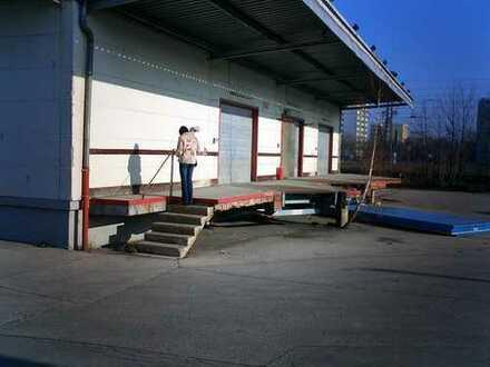 320 m² einfache Lagerhalle mit Rampe, München-Feldmoching.