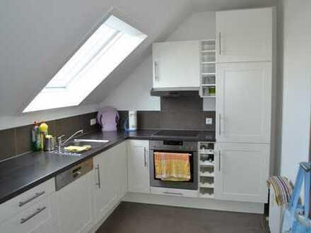 Gepflegte 4-Zimmer-Maisonette-Wohnung mit Balkon und Einbauküche in Steinenbronn