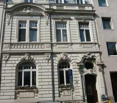 Wunderschöne vollmöblierte Altbau-Wohnung in exellenter Rhein-Nähe