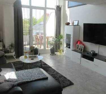 Sonnige 2 Zimmer Maisonette Wohnung mit Balkon