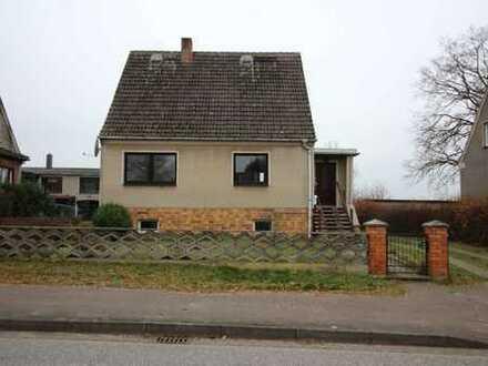 Einfamilienhaus mit Ausbaureserve u. großem Nebengebäude