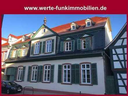 Exklusiv und modern leben mit historischem Flair - Voll möbliertes Appartement in zentraler Lage