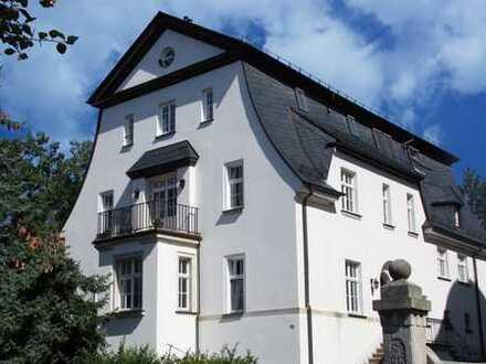 exklusiv Wohnen in einer hochwertig sanierten 2-Zimmer-Wohnung mit Terrasse