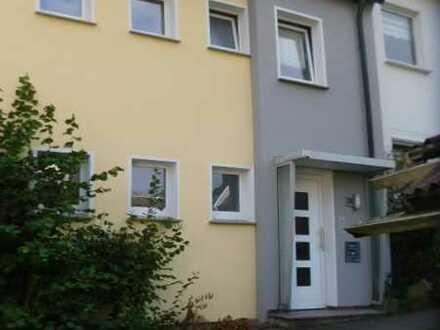Modernisierte Wohnung im Zweifamilienhaus mit Einbauküche