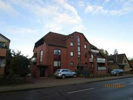 Friedensstraße: Gepflegte 2-Zimmer-Wohnung mit Balkon und EBK