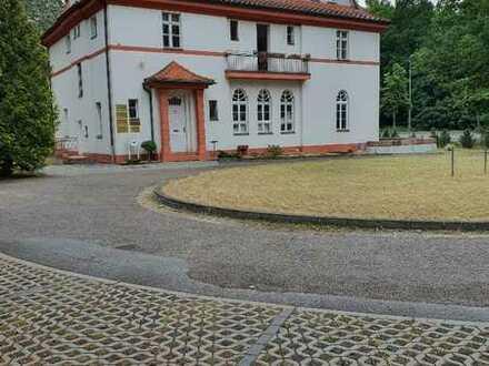 Repräsentative, vollsanierte Villa mit großem Anwesen und gehobener Ausstattung in Cottbus