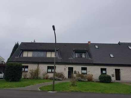 Gepflegte 4-Raum-Dachgeschosswohnung mit Balkon und Einbauküche in Dortmund-Mengeder Heide