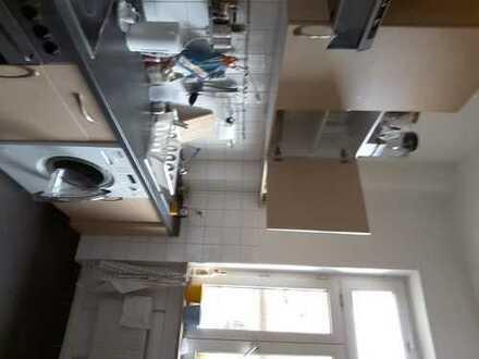 Untermiete 32m²: Zwei möbilierte Zimmer 19+13 m²