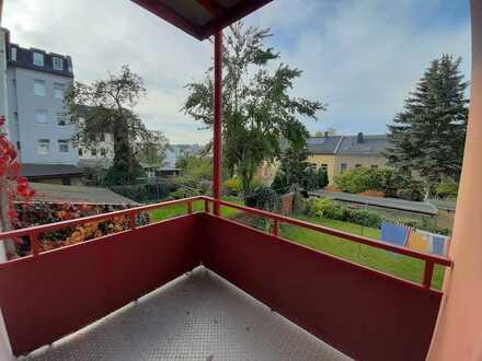Sehr schön renoviert Wohnung mit Balkon ins Grüne