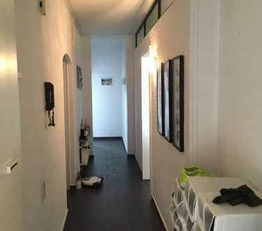 Einziehen und wohlfühlen! 4-Zimmer Balkonwohnung in Düsseldorf- Oberbilk