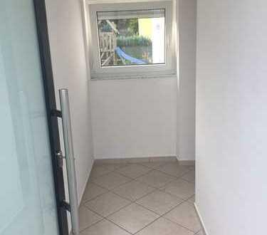 Stilvolle, geräumige 1,5-Zimmer-EG-Wohnung mit Terrasse und Einbauküche, Waiblingen